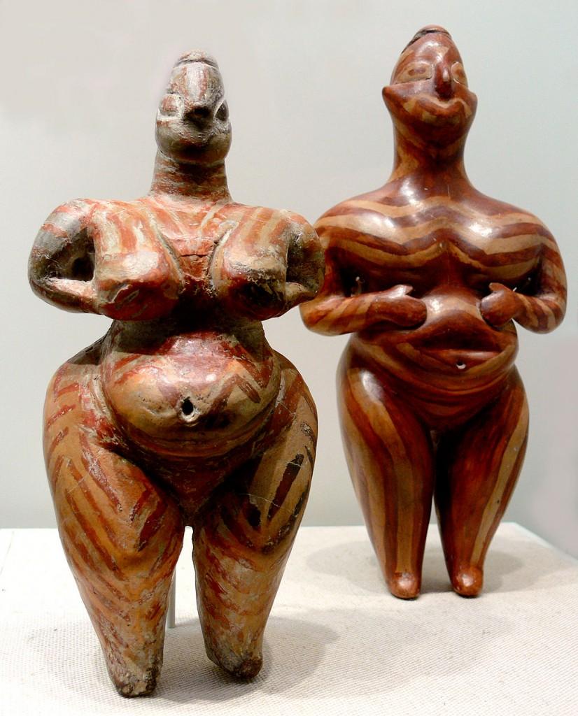 Estatuillas femeninas de cerámica