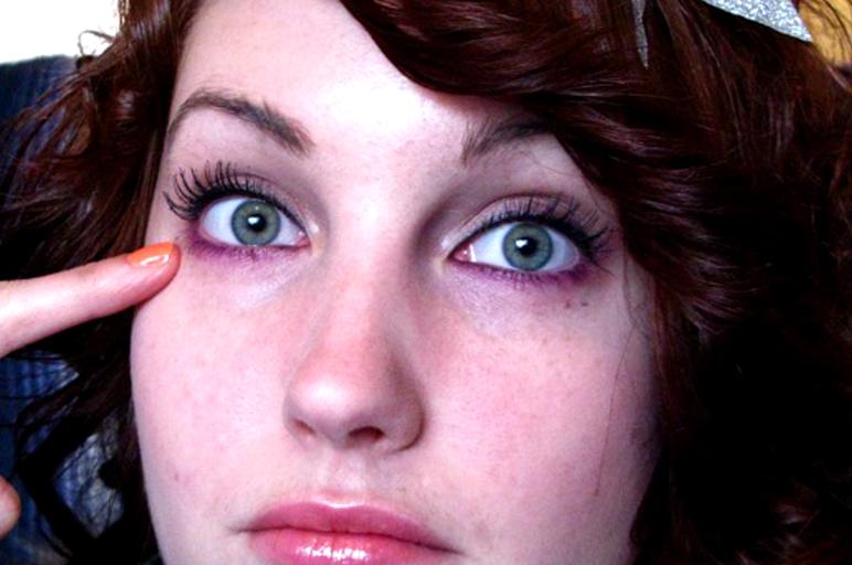 alergia al maquillaje de ojos