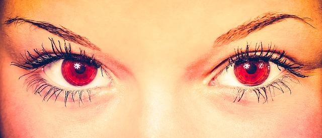 Evita el maquillaje waterproof, ¡cuida tu salud ocular!