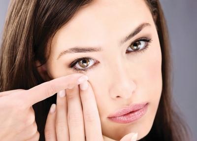 ¿Usas lentillas? ¡No temas a la hora de maquillarte!