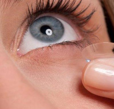 ¿Cómo afecta el maquillaje a nuestras lentillas?
